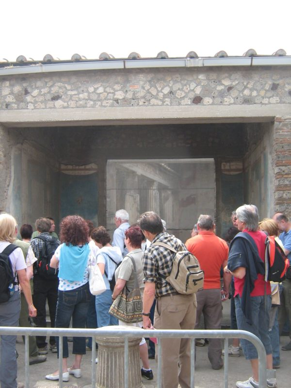 house-of-the-ancient-hunt-1-entrance-pompeii-italy